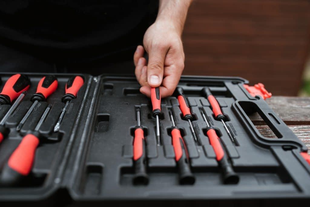 Quels sont les outils indispensables pour tout bon bricoleur ?
