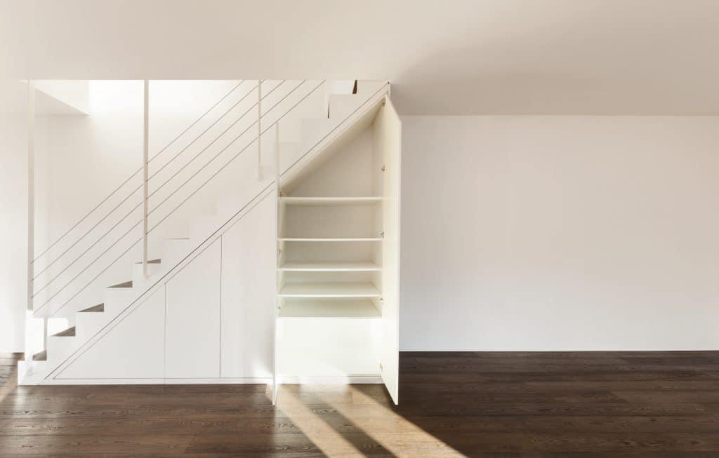 Faire un placard sous l'escalier: comment le réaliser?